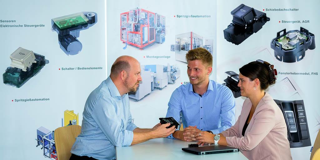 Kompetenzen Meeting Besprechung Produktentwicklung helag-electronic