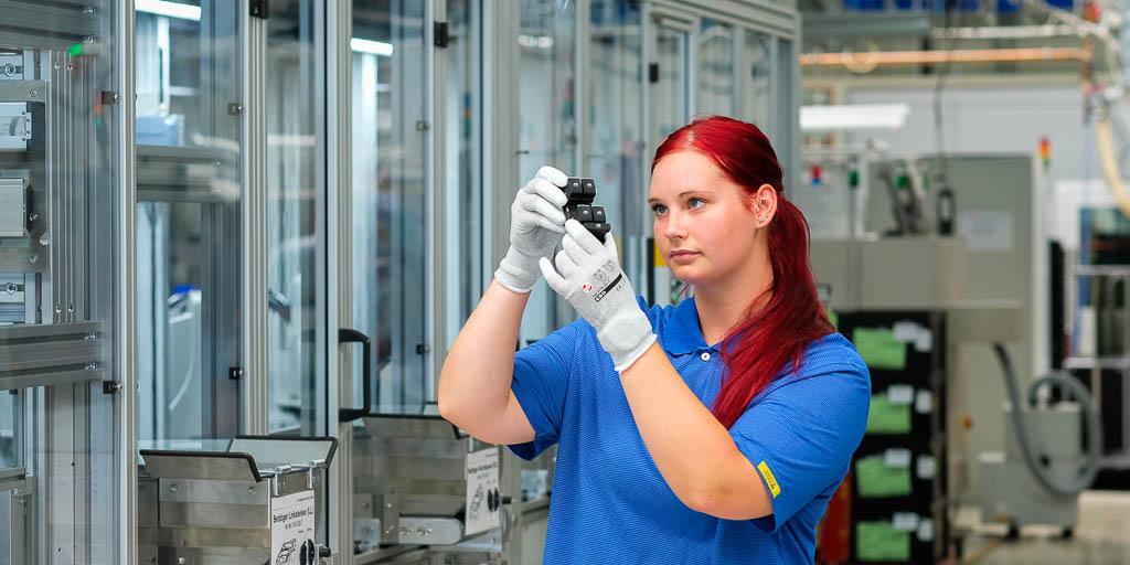 Produktkontrolle-Qualitätssicherung helag-electronic fb